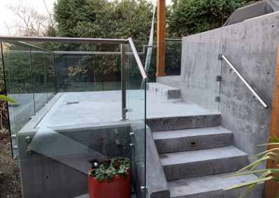 stand-off-exterior-glass-railing-vancouver