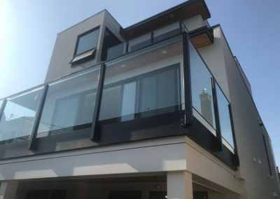 residential-glass-balcony-railing-vancouver