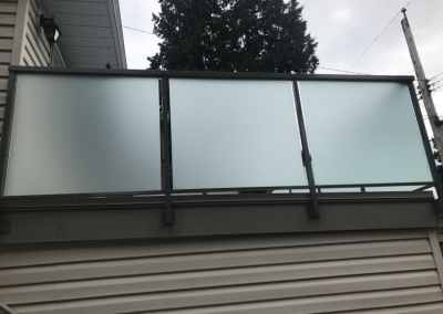 frosted-glass-deck-railing-vancouver