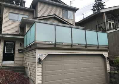 frosted-framed-glass-deck-railing-vancouver