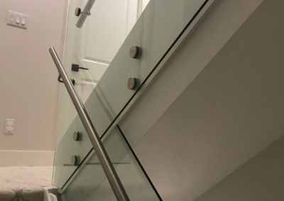 stand-off-glass-staircase-railing-vancouver