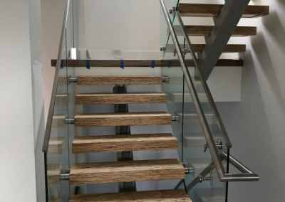 frameless-glass-staircase-railing-north-vancouver