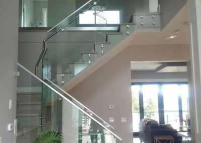 frameless-glass-staircase-railing-west-vancouver