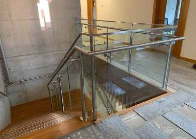 stainless-steel-glass-staircase-railing-vancouver