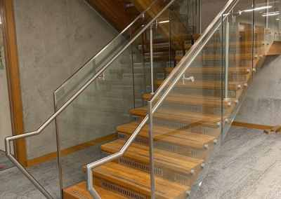 custom-glass-staircase-railing-vancouver