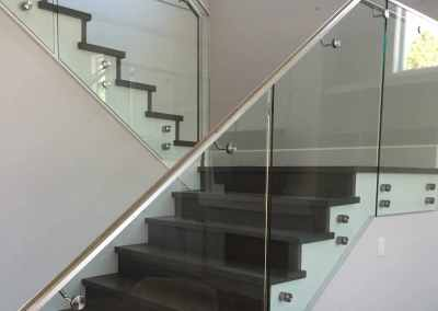 frameless-stand-off-glass-staircase-railing-vancouver