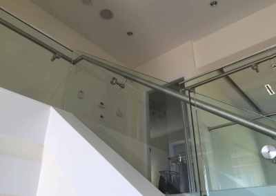 frameless-stand-off-glass-staircase-railing-west-vancouver