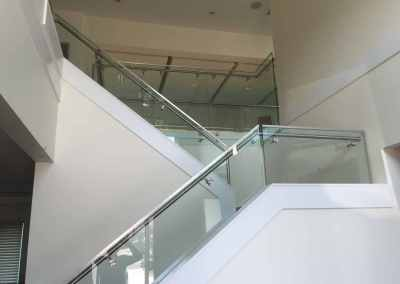 frameless-stand-off-glass-stair-railing-west-vancouver