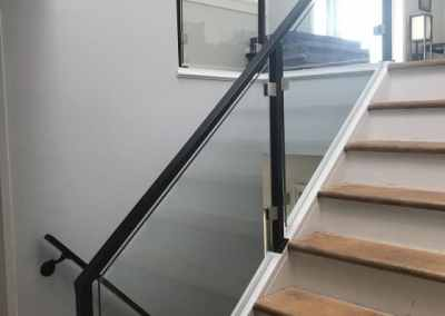 custom-glass-stair-railing-west-vancouver