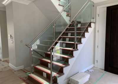 glass-stair-railing-north-vancouver-design-and-installation